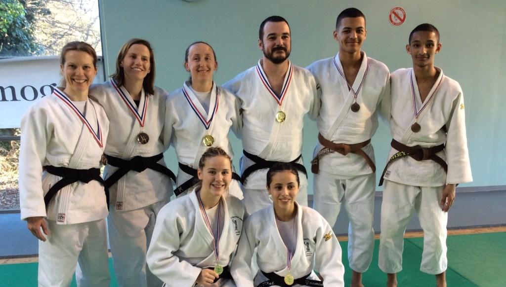 Groupe-des-médaillés3