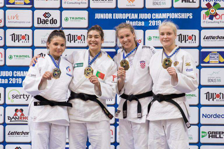 Europe juniors podium assia